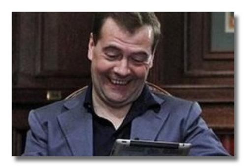 Медведев играет на заседании